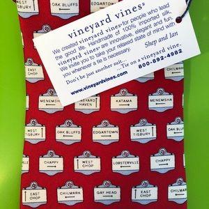 NWT Vineyard Vines Martha's Vineyard Signs Red Tie